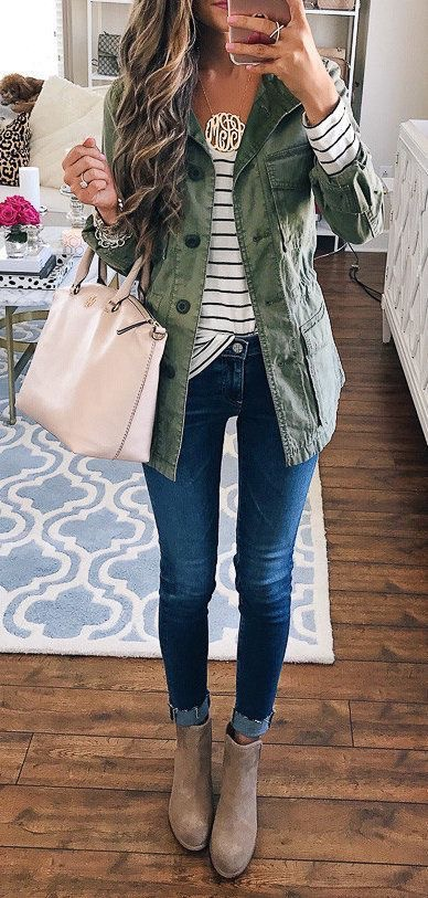 Check out the following Trending Fall Outfit pictures for fashion inspiration.