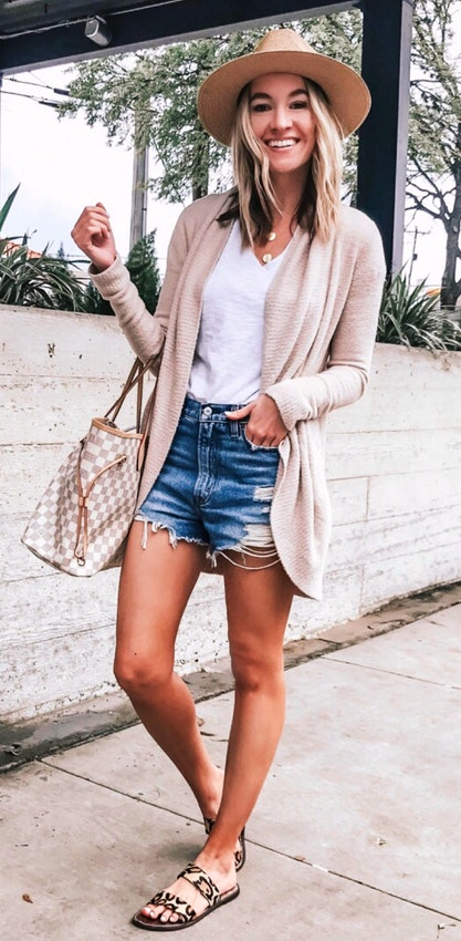 Click to see more stylish summer outfits that you will in love
